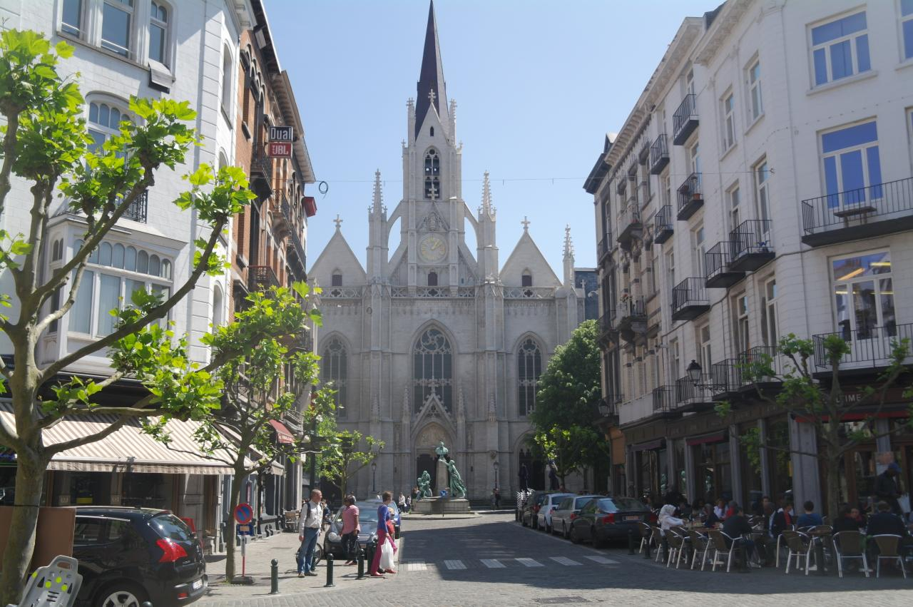 Eglise Sainte Croix, rue de la Paix, Porte de Namur