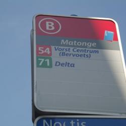 Arrêt de bus à Matonge Porte de Namur